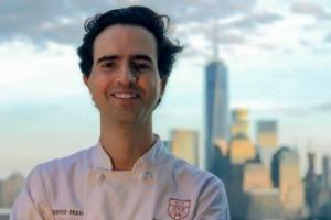 private chef rodrigo on table at home